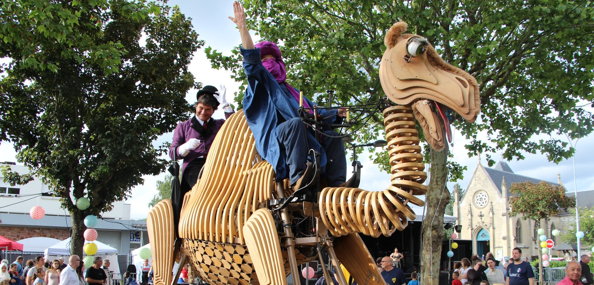 Balade orientale Acidu spectacle rue dromadaire bois machine