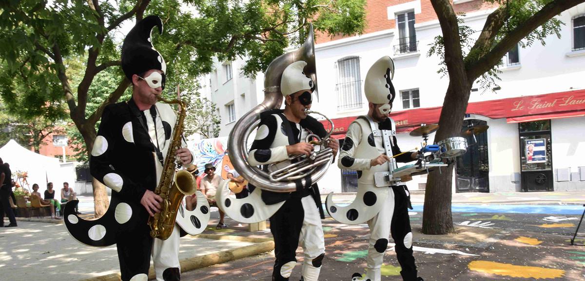 Clique Mécanique Acidu spectacle musical déambulatoire rue