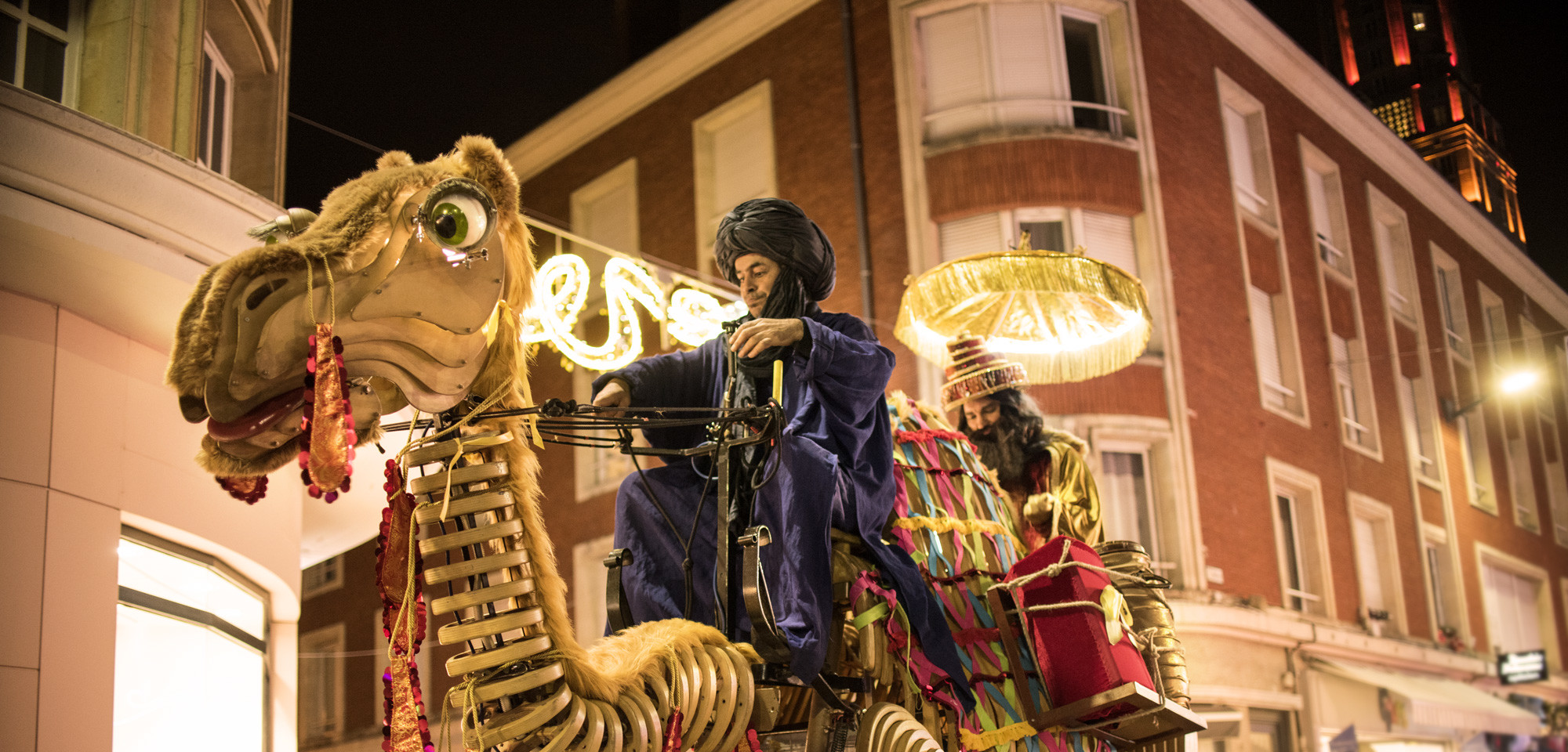 Grand Bazar de Balthazar spectacle rue déambulation mille et une nuits