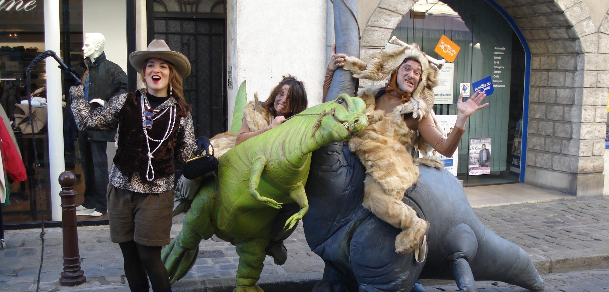 Tagadosaures Acidu spectacle rue déambulation préhistoire